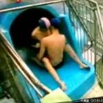 情侶「凍未條」! 水上遊樂園當眾「愛愛」5分鐘〔圖+影〕